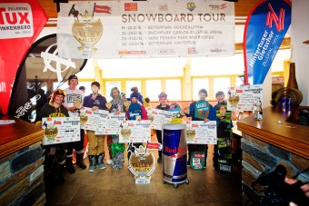 16_04_03_ZVR_Hintertux_Contest_price_giving_Overall_Tour_Winners_Group_Photo_by_Gustav_Ohlsson_300dpi