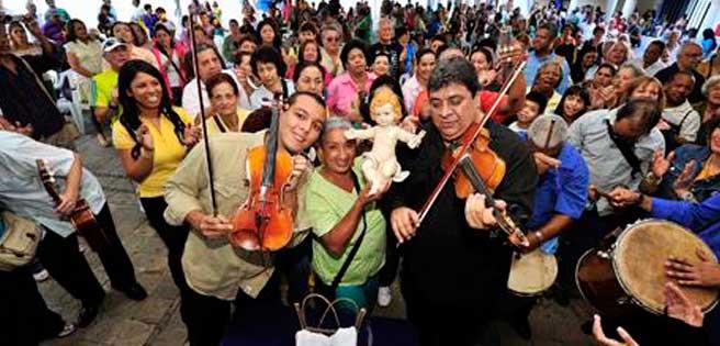 Cantos al ritmo de violines y cuatro en honor al Niño Dios