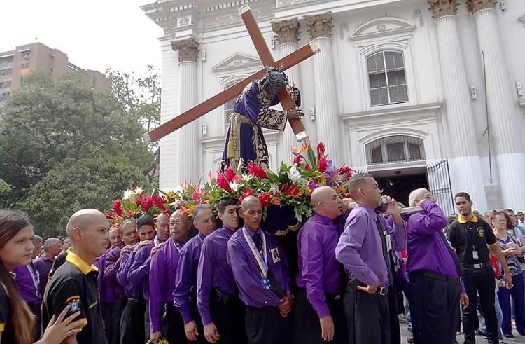 Procesión con el Nazareno de San Pablo en Parroquia Santa Teresa de Caracas.