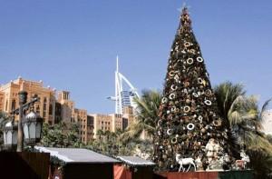 Un árbol de navidad en Emiratos Árabes Unidos