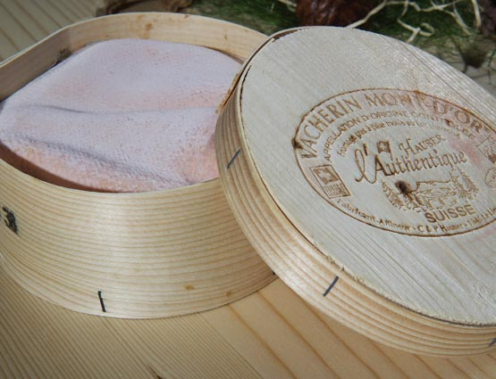 Un Vacherin Mont-d'Or, campeón de los Swiss Cheese Awards 2012 vía @DGastronomia