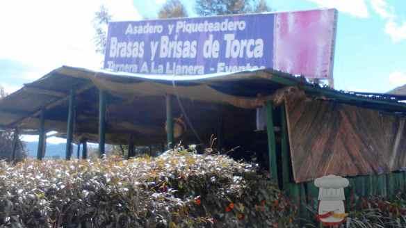 Asadero en carretera colombiana