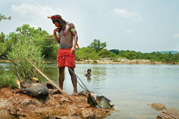 Indigena cazando