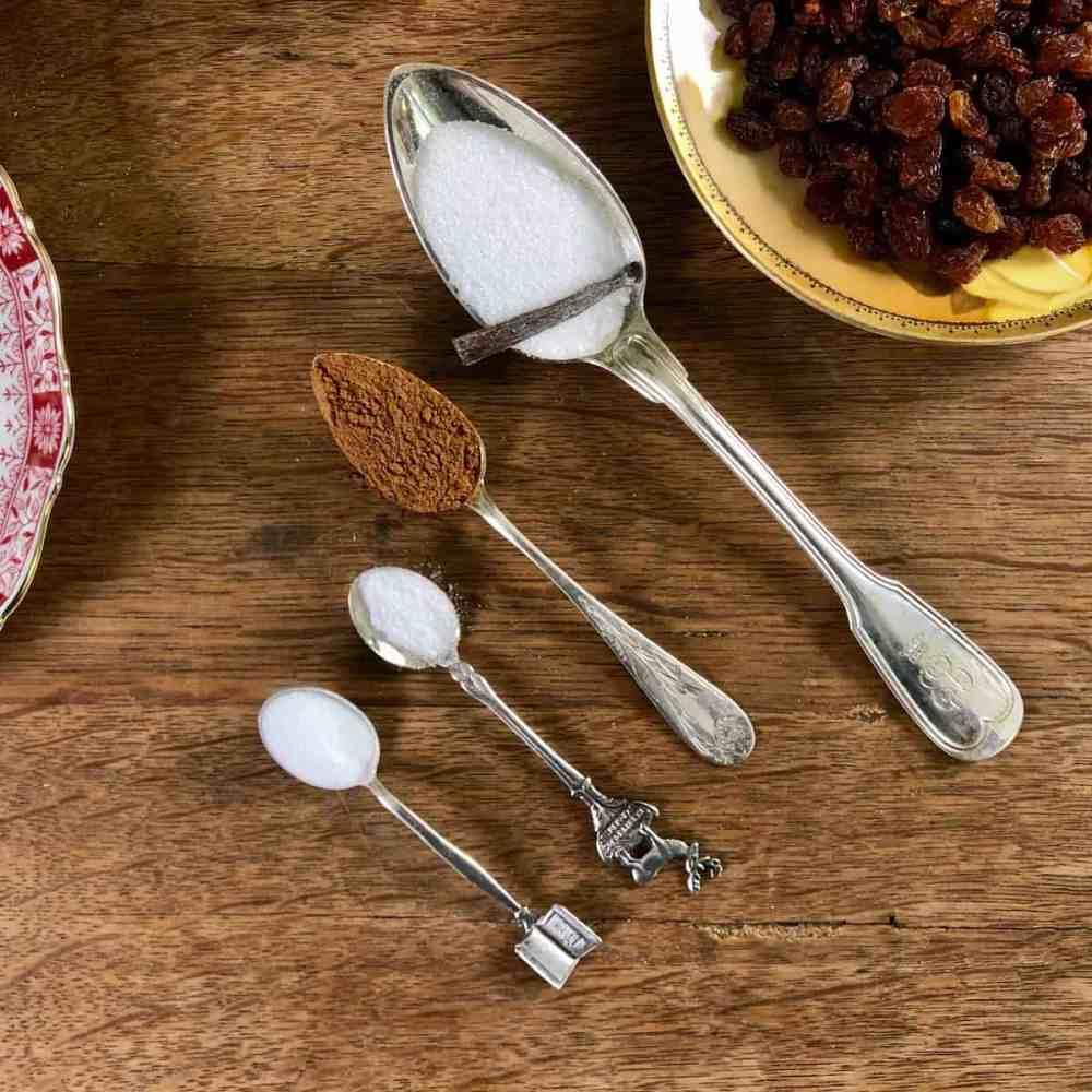Natron, Salz, Zimt und Vanillezucker.