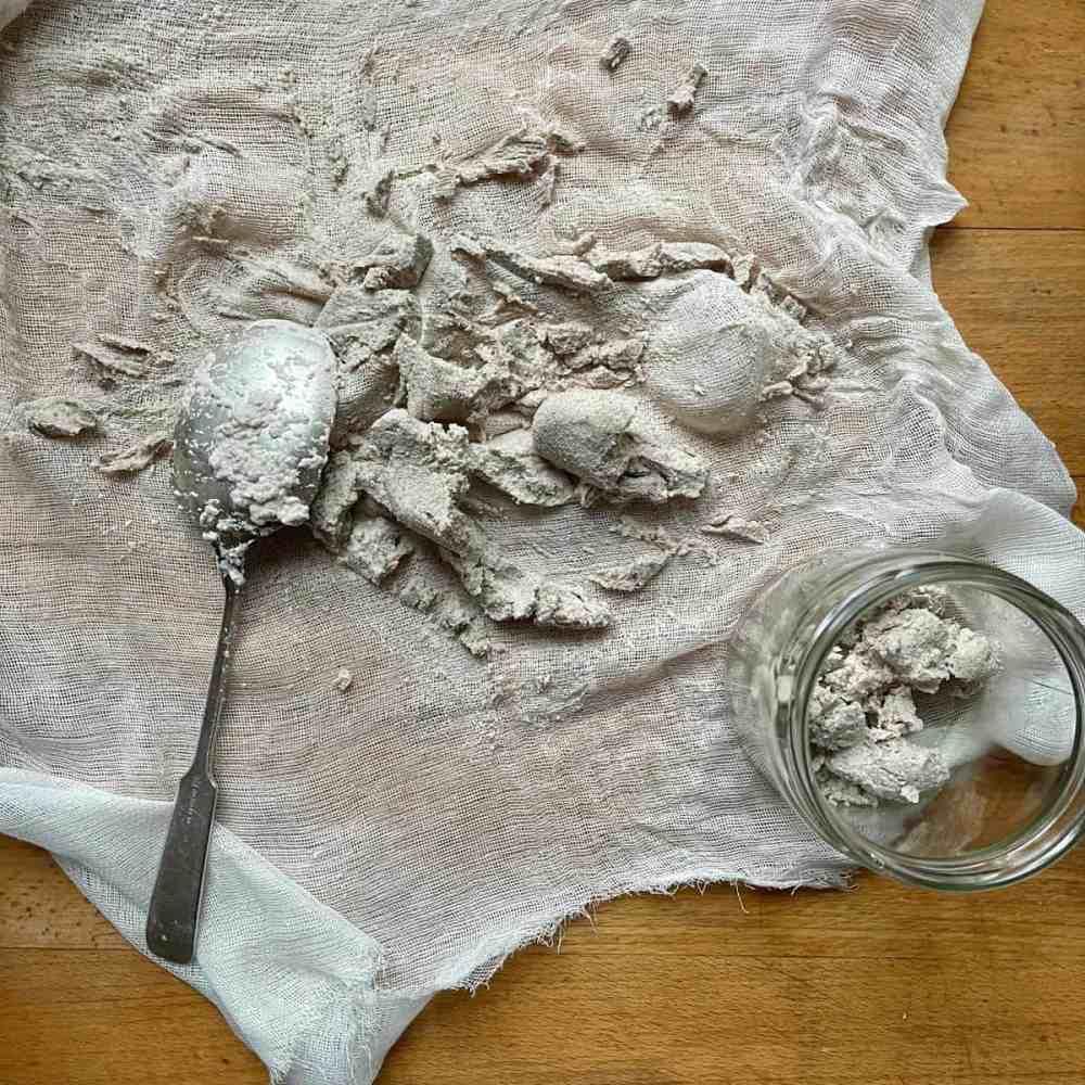 Die Nussreste können sofort in einem Müsli verarbeitet werden.