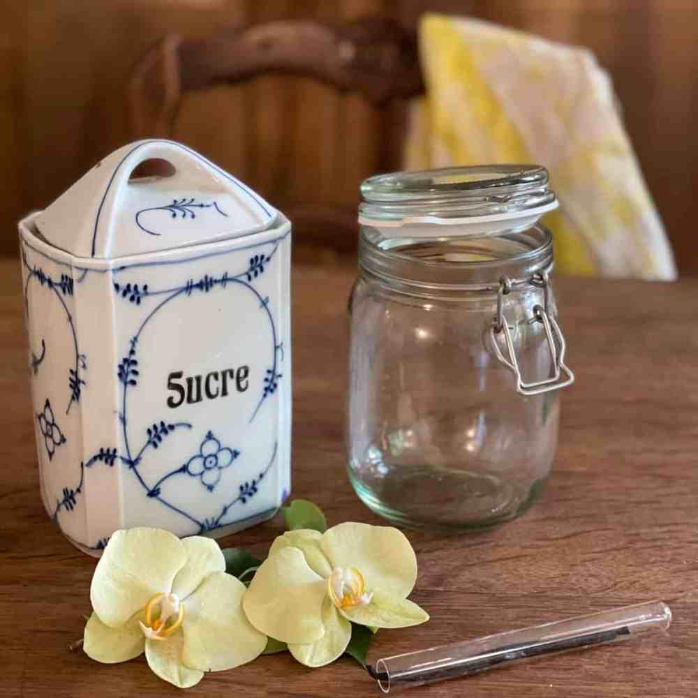 Zutaten: Zucker und Vanilleschote