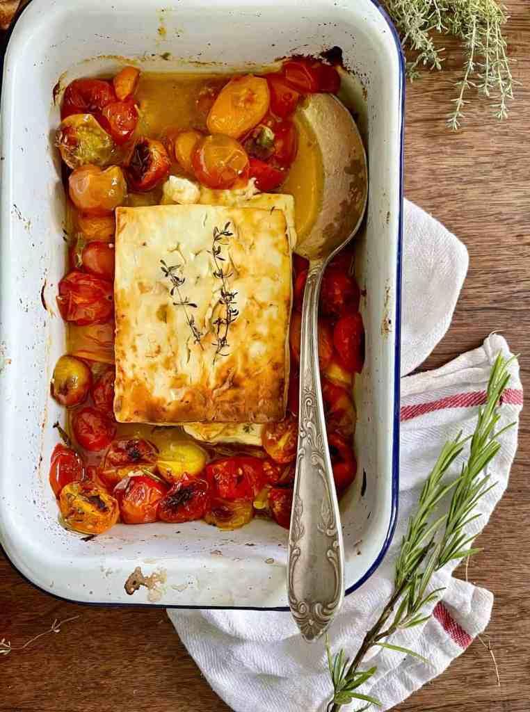 Gebackener Feta mit Tomaten.