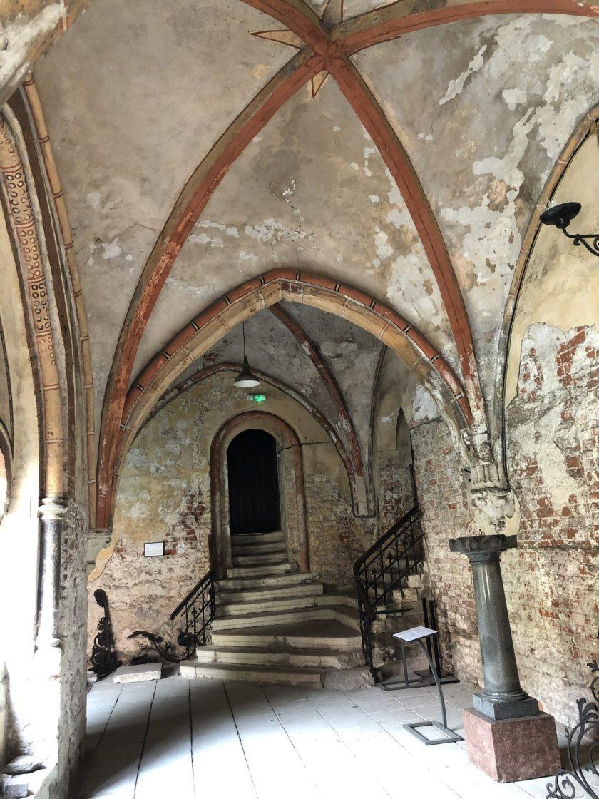 Kreuzgewölbegang im Kloster des Domes von Riga