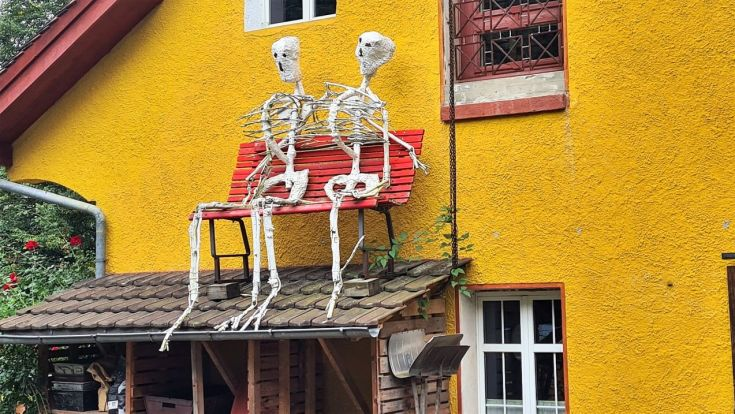 Skelette am Weg