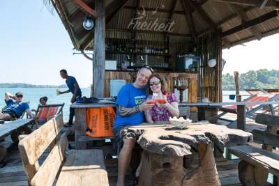Kleine Bar direkt am Pier vom Ao Tan Beach