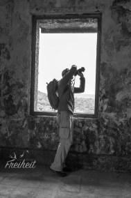 Carsten in einer Ruine aus der französischen Kolonialzeit im Bokor Nationalpark