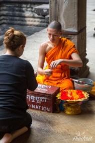 Angkor Wat - Gegen eine Spende gibts ein Glücksbändchen