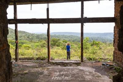 Ruine aus der französischen Kolonialzeit im Bokor Nationalpark