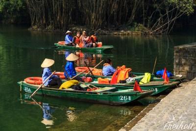 Bootsfrauen beim Zwischenstopp