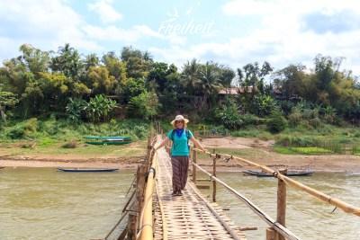 Nadine auf der Bambusbrücke