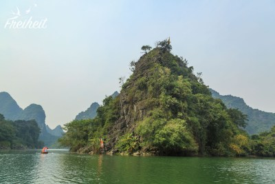 Grüne, steile Inseln