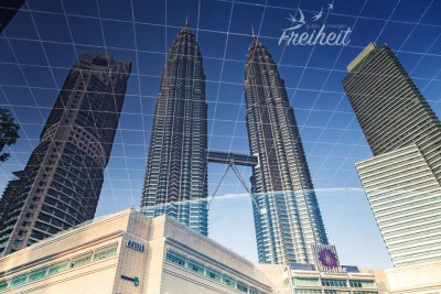 Petronas Towers - Spiegelung in einem Teich