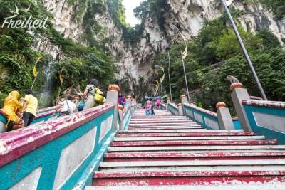 Die Treppe zur Batu Höhle