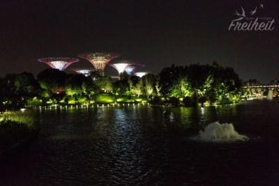 Die berühmten 20-25m hohen Giant Trees von Singapur