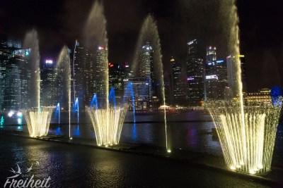 Das Wasser samt Licht wird rhythmisch zu abwechslungsreiche Musikstücken gesteuert