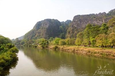Auf dem Weg zur Tham Chang Höhle