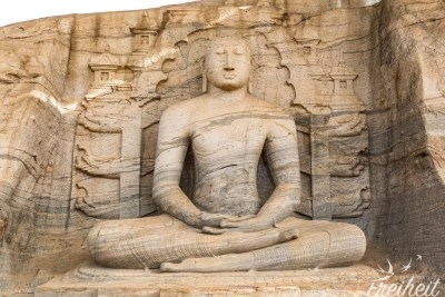 Die vier Figuren des Gal Vihara stammen aus dem 12. Jahrhundert. Der sitzende Buddha ist 5m hoch