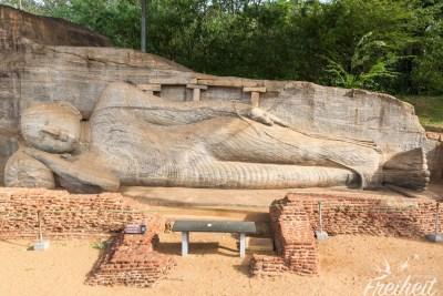 Der liegende Buddha ist 14m lang und komplett aus einem Felsblock gehauen