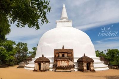 Kiri Vehara - die zweitgrößte Stupa in Polonnaruwa. Stupas werden von Buddhisten im Uhrzeigersinn umrundet