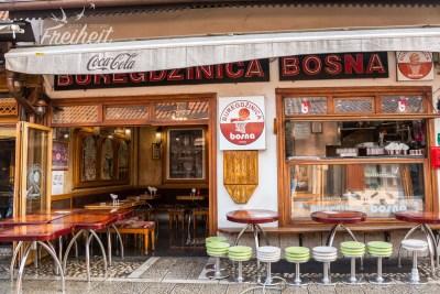 Zahlreiche Cafes in der Altstadt - früh am Morgen noch völlig leer