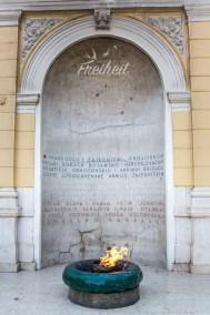 Die ewige Flamme - Gedanken an die Opfer des zweiten Weltkriegs