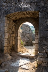 Eingang zur Burg - völlig kostenlos