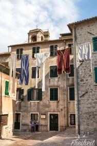 Wer genau hinschaut, stellt fest, dass hier ein RIese seine Wäsche aufgehängt hat :)