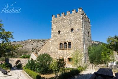 Diese venezianische Burg aus dem 14. Jh. wurde 1930 wiedererbaut