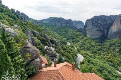 Blick über die Dächer des Frauenklosters Rousánou
