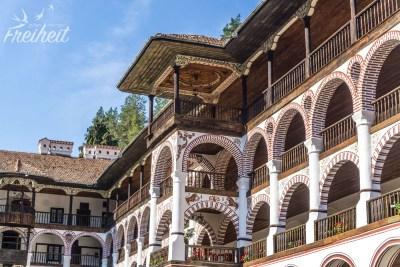 Hier befinden sich insgesamt 300 Räume, davon 100 Mönchszellen