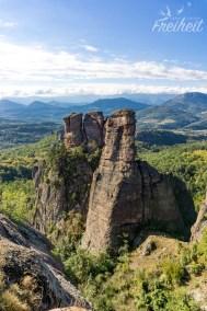 Im Hintergrund das Balkan Gebirge - eine wilde Landschaft