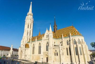 Die Matthiaskirche im Morgenlicht