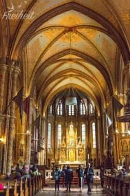 Der Hauptaltar der Matthiaskirche