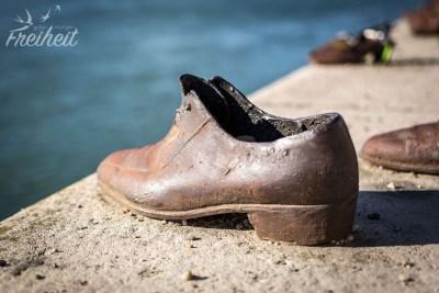 Metallschuhe am Donauufer - dieses Mahnmal erinnert an die erschossenen Juden, die in die Donau geworfen worden sind