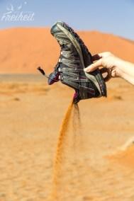 Nach der Wanderung erst mal den Sandkasten im Schuh entleeren :)