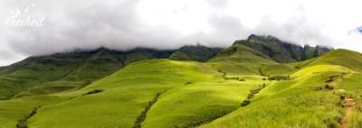 Vor uns liegen die Gipfel von Cathkins Peak, Monks Cowl und vielen anderen - muss man sich halt vorstellen :-P