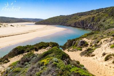 Praia da Amoreira mit Fluss Ribeira de Aljezur