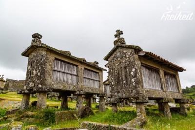 """Der Ort ist bekannt für seine alten Kornspeicher, genannt """"Espigueiros"""""""