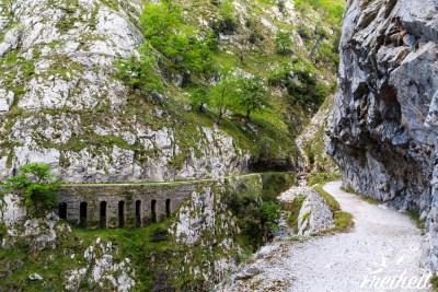 Tolle Wegführung mit drunter liegendem Wasserlauf