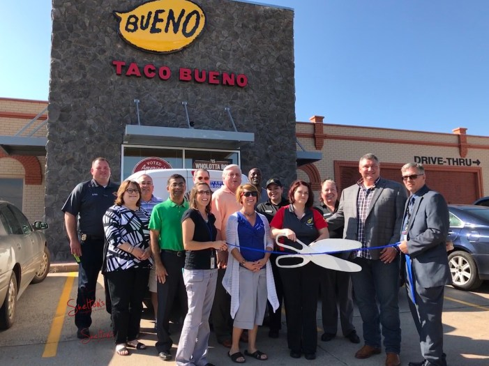 Taco Bueno opens their doors with ribbon cutting