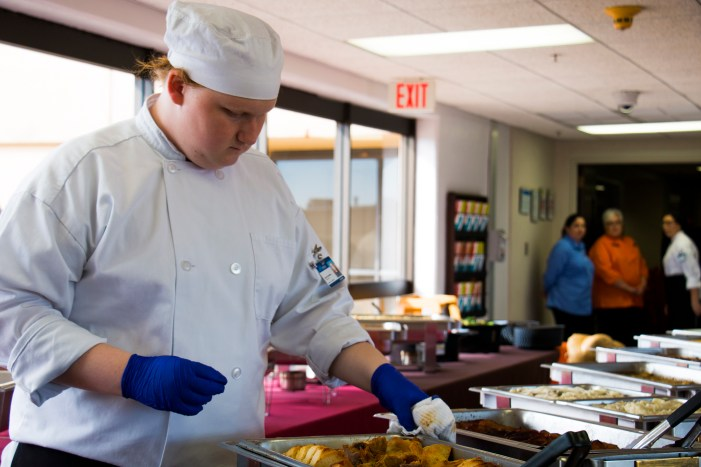 Guthrie student helps with MTC Thanksgiving Luncheon