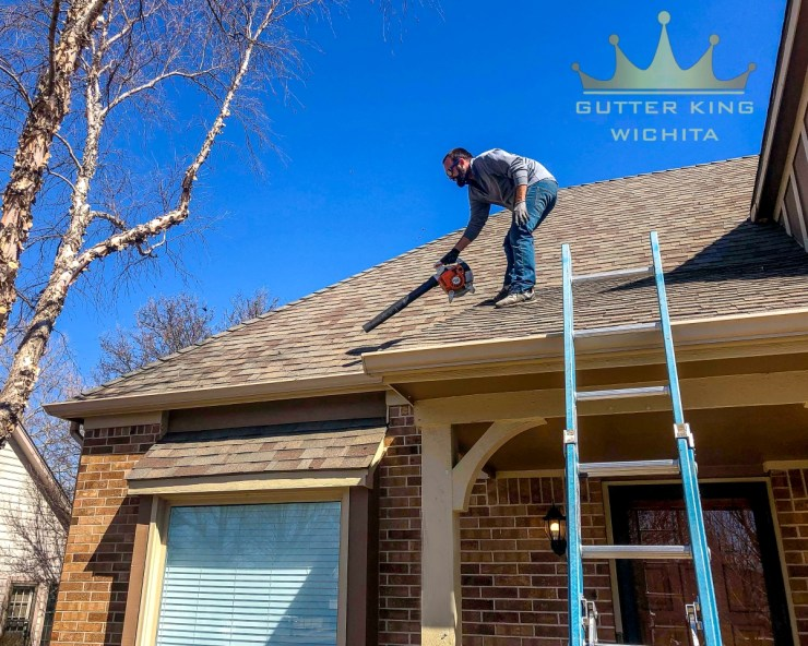 gutter cleaning on roof gutter king wichita