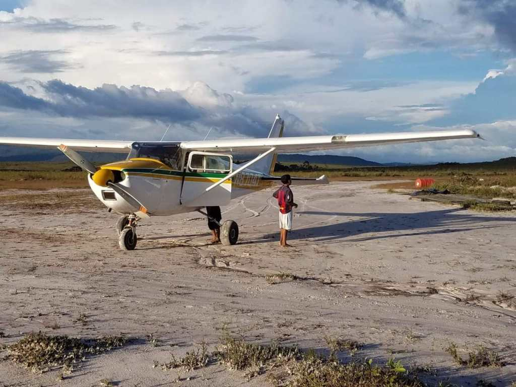 Cessna 182, N8704T