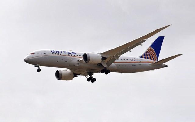 United Airlines Dreamliner arriving Guyana