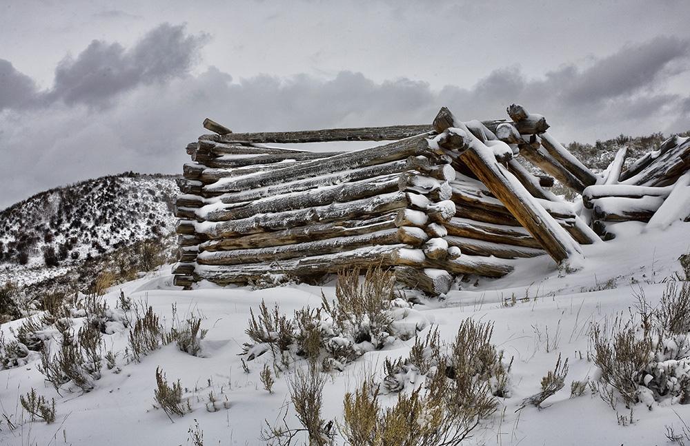Colorado cabin in ruins, Guy Sagi